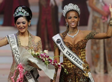 Tan HHHV 'do sac' cung Miss Indonesia 2011 hinh anh