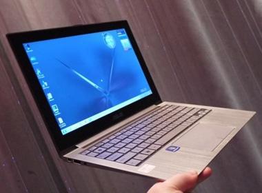 'Sieu mau' Asus Zenbook UX21 thach thuc MacBook Air hinh anh