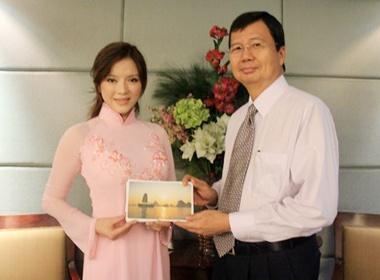 Ly Nha Ky den Philippines quang ba cho vinh Ha Long hinh anh