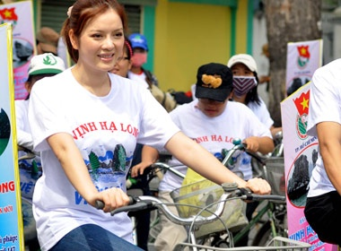 Ly Nha Ky doi nang dap xe hinh anh