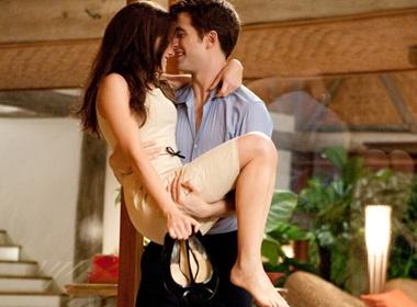 Robert Pattinson be bong 'vo moi cuoi' hinh anh
