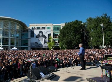 Hang nghin nguoi ham mo du le tuong niem Steve Jobs hinh anh