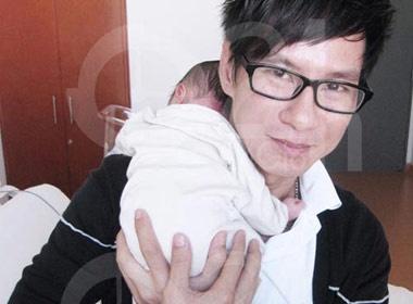 Ly Hai khoe anh con trai moi sinh hinh anh