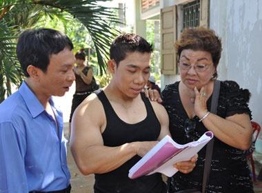 Pham Van Mach lam nong dan trong phim Tet hinh anh