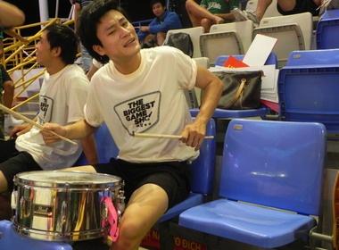 Dong Duong choi trong lan tren khan dai Malaysia hinh anh