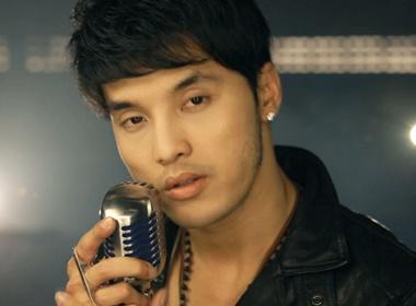 Ung Hoang Phuc sang tac ca khuc tang ban gai hinh anh