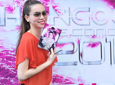 Ho Ngoc Ha sang bung voi ao do hinh anh