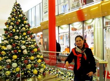 Thanh Thao don Noel som tai chau Au hinh anh