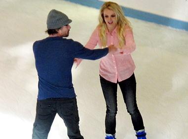 Britney Spears ru bo di truot bang mung sinh nhat hinh anh