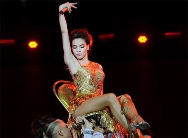 Ho Ngoc Ha long lay nhu nu hoang trong live show hinh anh