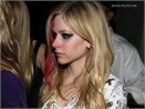 Avril Lavigne: benh khong dien nhungdi tiec thiduoc! hinh anh