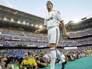 Cristiano Ronaldo se den Viet Nam? hinh anh