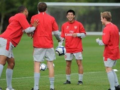 Lee Nguyen va 10 ngay o Arsenal hinh anh
