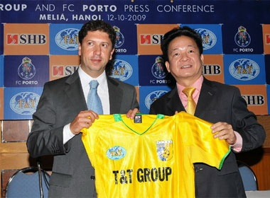 FC Porto hop tac xay dung hoc vien bong da tai Viet Nam hinh anh