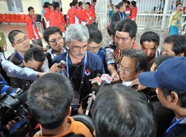 Calisto: 'Chung ta tu thua, chu khong phai Malaysia thang' hinh anh
