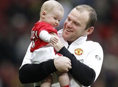 Ngam 'thien than nho' cua Rooney tren san Old Trafford hinh anh