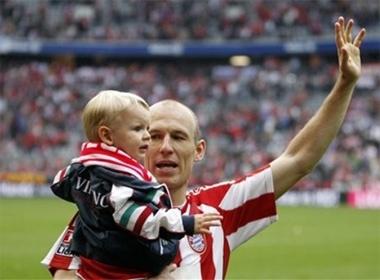 Ngam be yeu cua Robben hinh anh