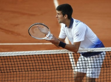 Serena va Djokovic ru nhau roi cuoc choi hinh anh