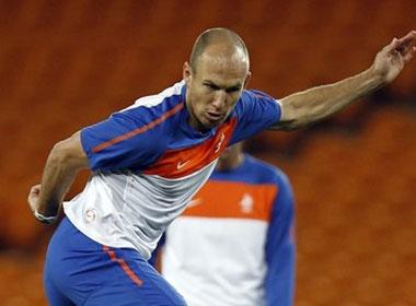 Robben 'coi nhe' David Villa hinh anh