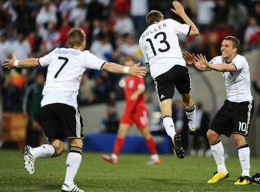 World Cup 2010: Vinh danh cau thu tre hinh anh