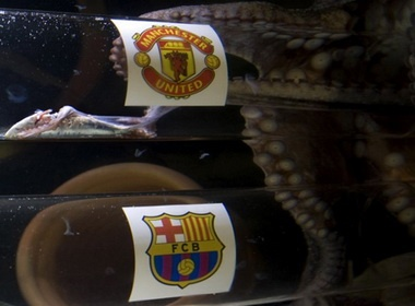 Bach tuoc Iker chon MU vo dich Champions League hinh anh