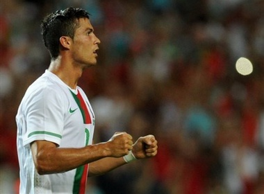 Cristiano Ronaldo da phat tinh quai, BDN thang '5 sao' hinh anh