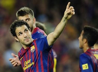 Fabregas lap cong, Barca gianh Gamper Trophy Cup hinh anh