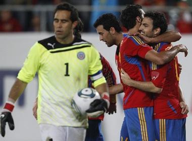 Fabregas choi sang, Tay Ban Nha nguoc dong ha Chile hinh anh
