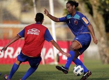 Ronaldinho tai xuat trong vu dieu Samba hinh anh