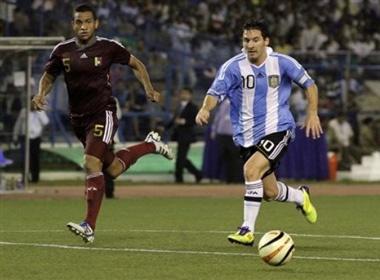 Argentina tren doi vai Messi hinh anh