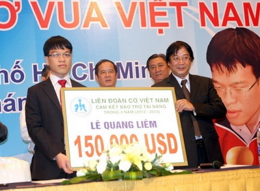 Quang Liem va Truong Son nhan tai tro ky luc 4,2 ty dong hinh anh