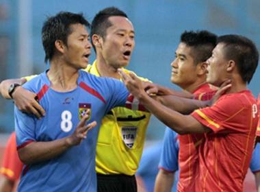 Doi truong U23 Lao bop co Thanh Luong hinh anh
