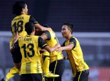 Thang U23 Myanmar 1-0, Malaysia san sang bao ve ngoi vuong hinh anh