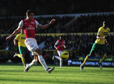 Arsenal tho bang la phoi cua Van Persie hinh anh
