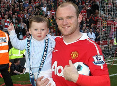 Rooney tap cho be Kai tro thanh golf thu hinh anh