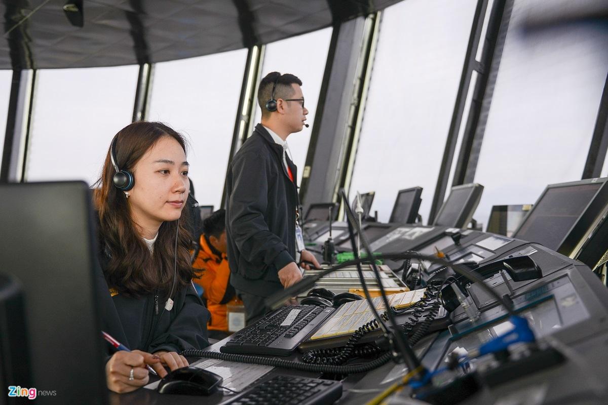Cảnh tất bật tại Đài kiểm soát không lưu Nội Bài ngày Tết