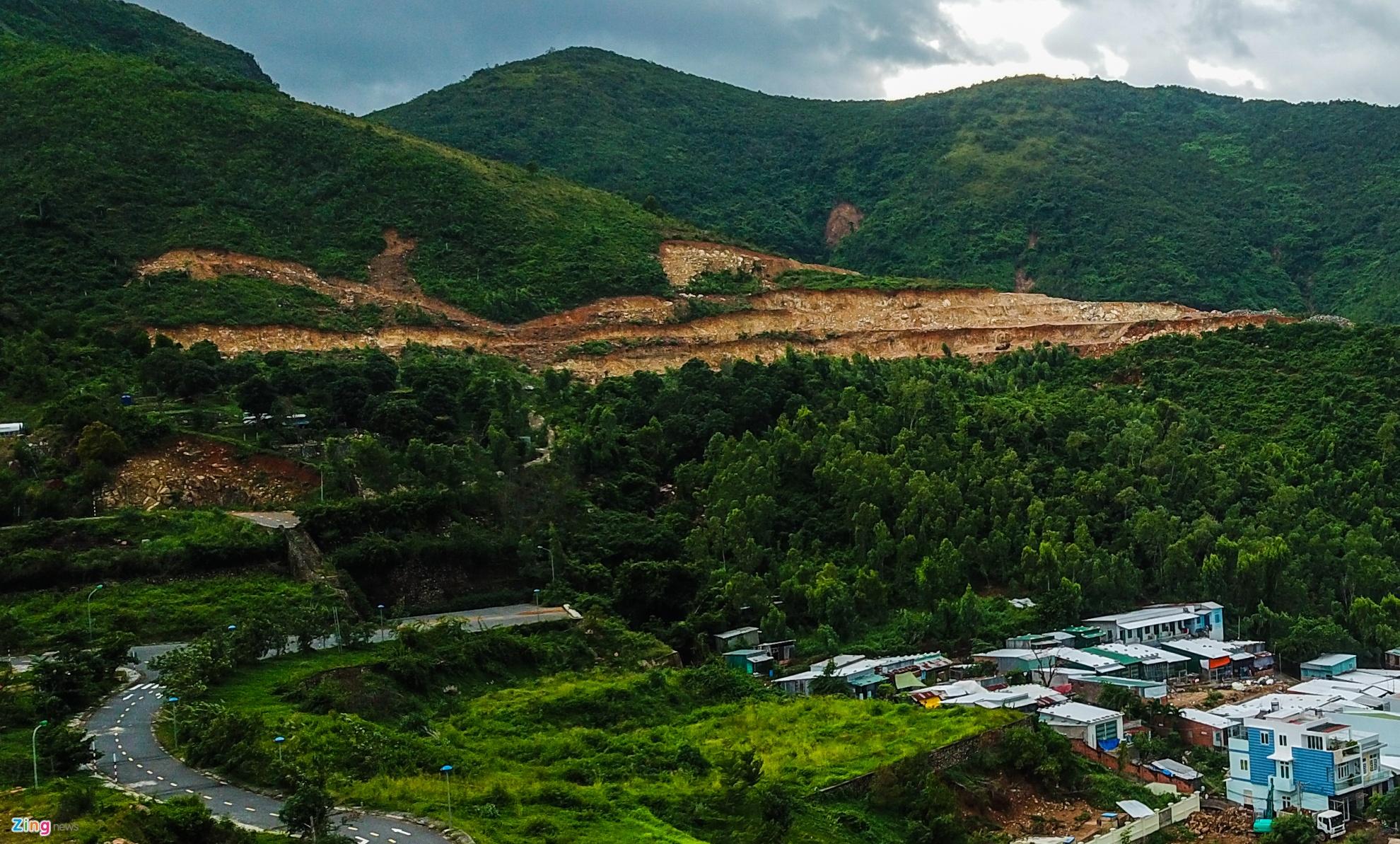 Resort, biệt thự 5 sao xẻ núi 'treo trên đầu dân' ở Nha Trang