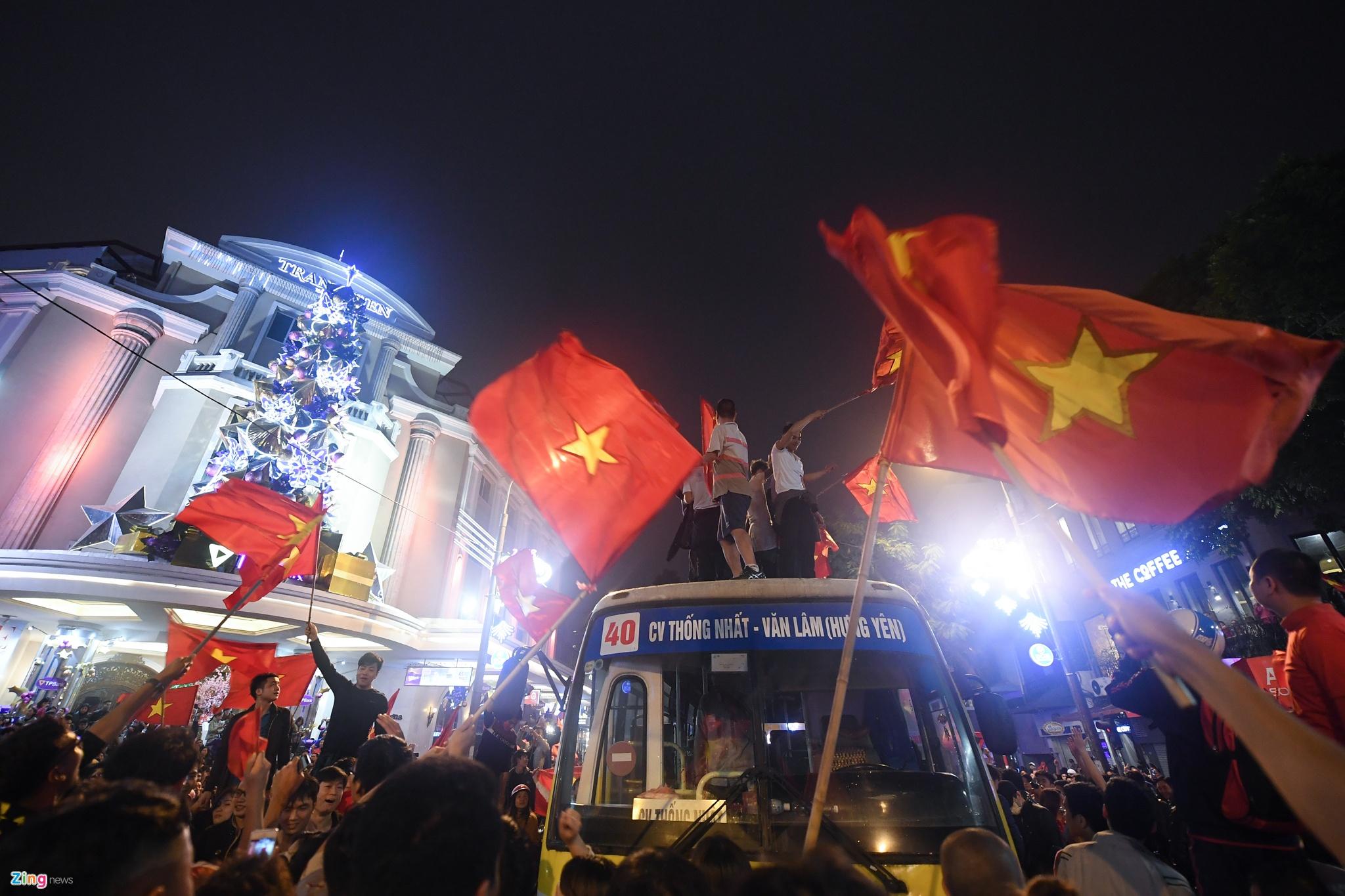 Đã 10 năm kể từ khi tuyển Việt Nam vô địch AFF Cup 2008, hôm nay người hâm  mộ bóng đá mới có dịp ăn mừng lớn.