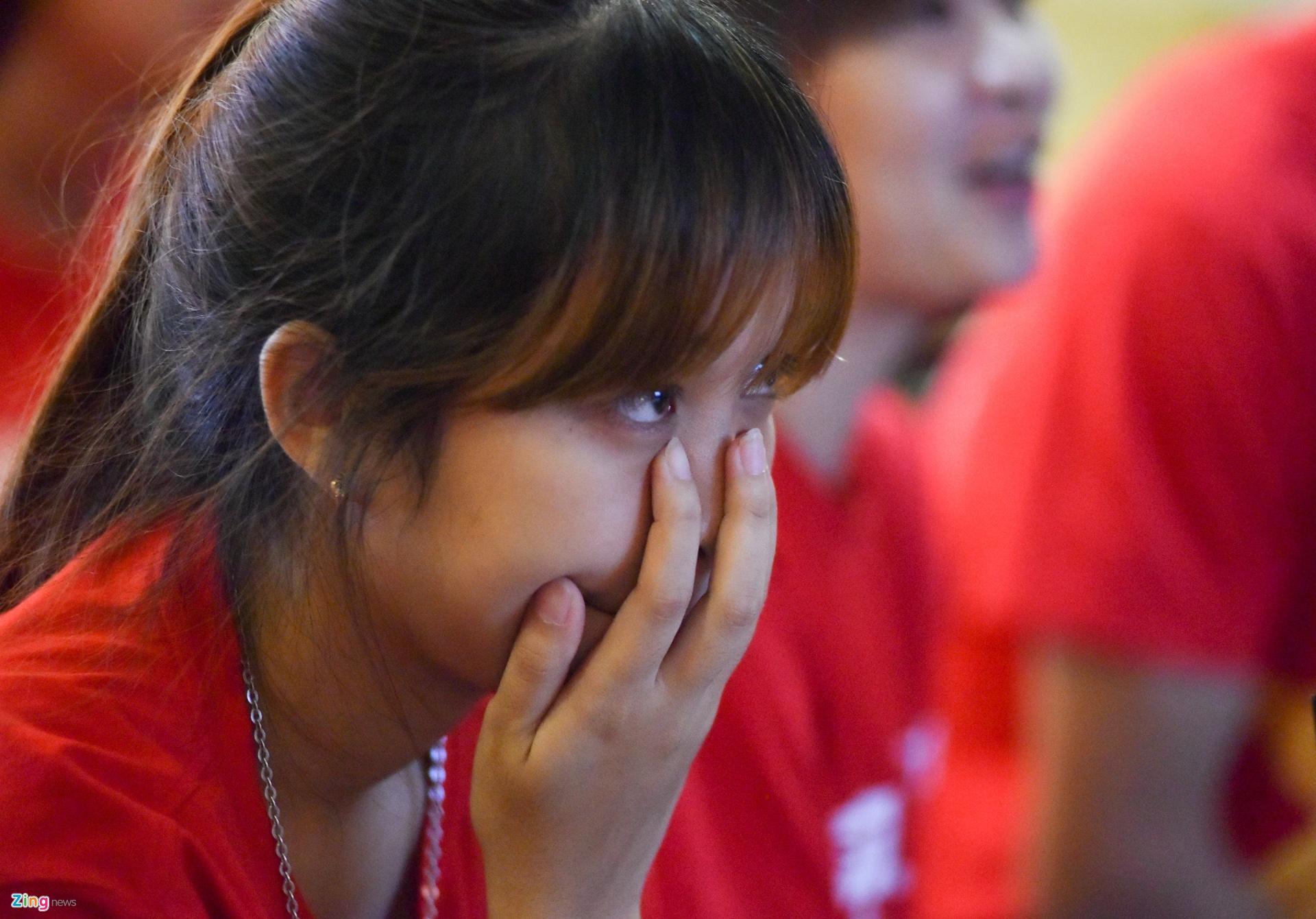Kết thúc hiệp một, Việt Nam phải nhận 3 bàn thua. Tuy nhiên, bạn Triệu Thị  Hằng vẫn cho rằng đội U20 Việt Nam đã đá rất tự tin trước một đối ...
