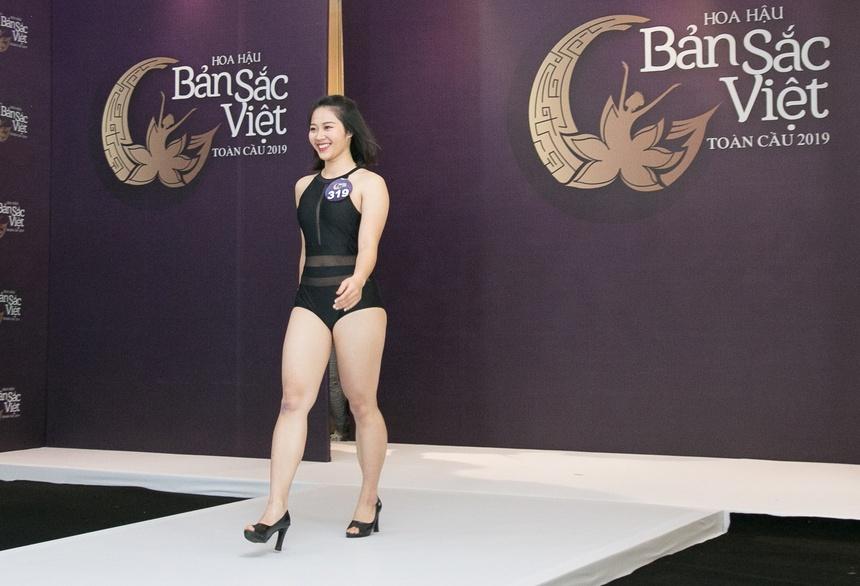 Thi sinh Hoa hau Ban sac Viet mac ao tam thi hinh the: Mat xinh, eo to hinh anh 5
