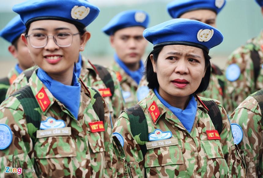 """Nhung Bong Hong 'Mu Noi Xanh' Len Duong Lam Nhiem Vu O Chau Phi. """""""