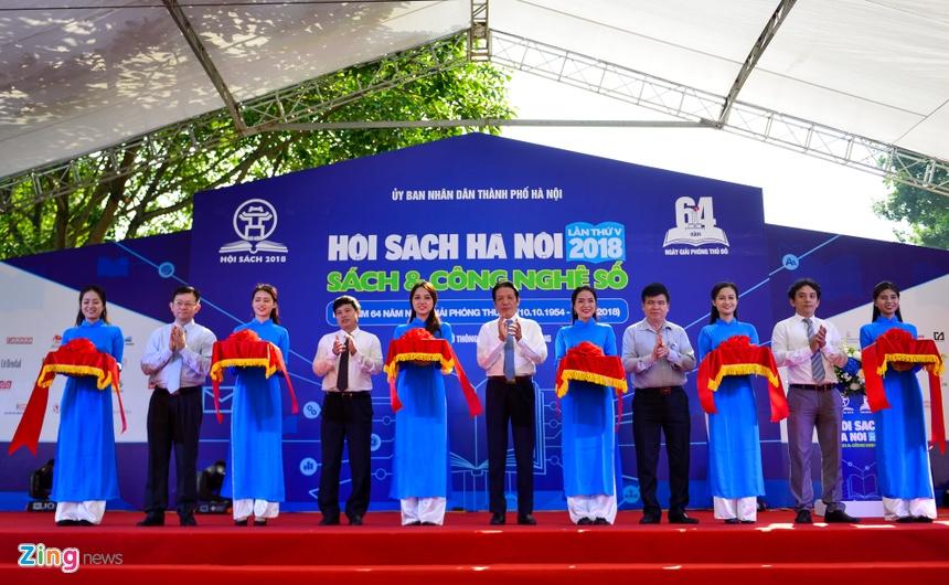 Hoi sach Ha Noi tai Hoang thanh Thang Long thu hut gioi tre hinh anh 1