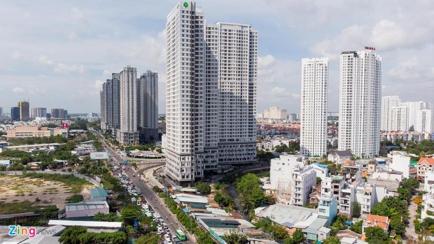 'Rung chung cu' tren duong Nguyen Huu Tho o Sai Gon hinh anh 7
