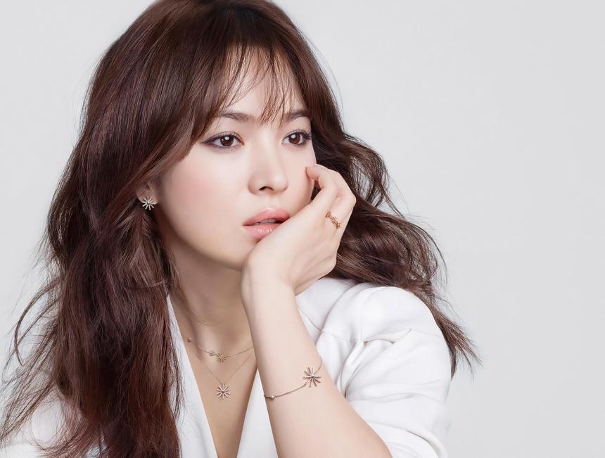 Song Hye Kyo - ngoc nu thi phi va on ao bi bat qua tang ngoai tinh hinh anh 4