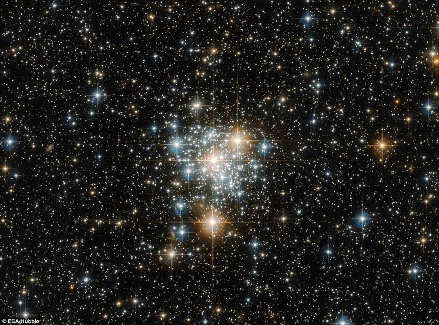 Thien Ha Bung No Va Ruc Sang Qua Kinh Vien Vong Hubble Hinh Anh 4