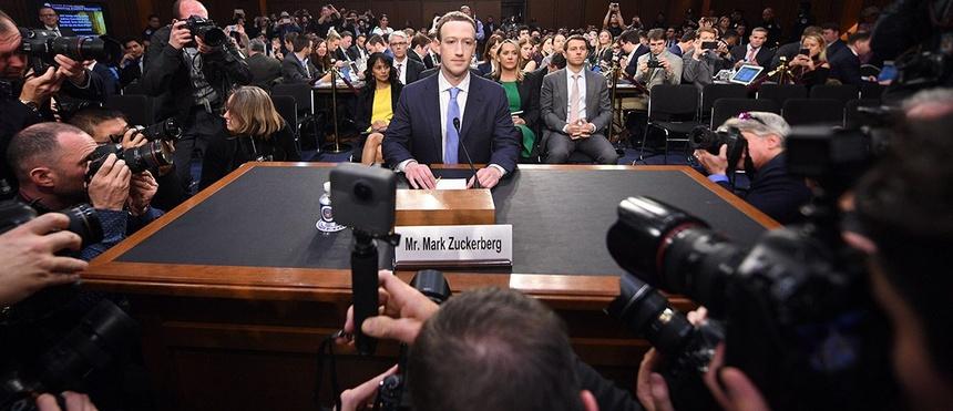 Ông Mark Zuckerburg làm chứng trước một phiên điều trần Hạ Viện (Andrew Harnik/AP)