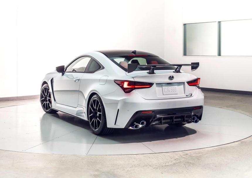 Lexus RC F ban hieu suat cao gia 100.000 USD co xung dang? hinh anh 3