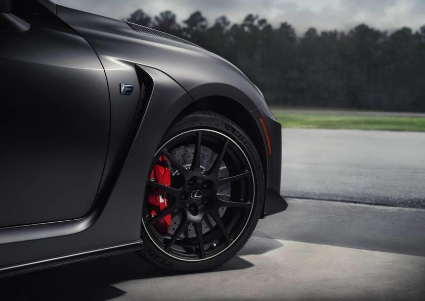 Lexus RC F ban hieu suat cao gia 100.000 USD co xung dang? hinh anh 4