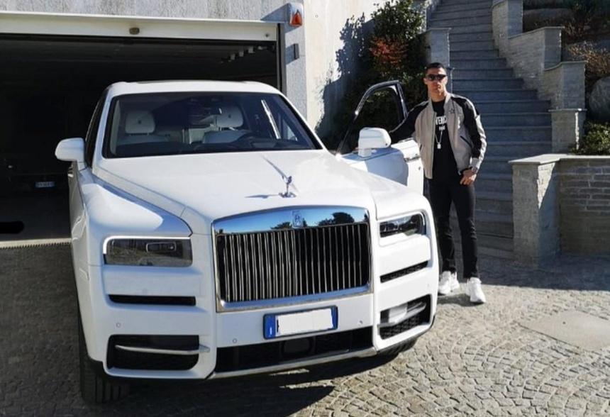Ngoai Rolls-Royce Cullinan moi sam, Cristiano Ronaldo co du bo sieu xe hinh anh 2