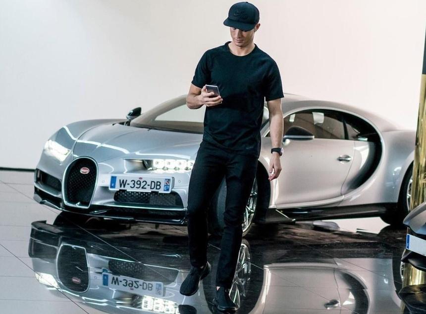Ngoai Rolls-Royce Cullinan moi sam, Cristiano Ronaldo co du bo sieu xe hinh anh 3